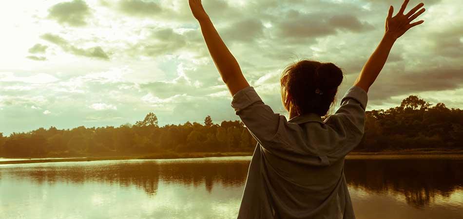 Woman enjoying a lake | combat hormonal water retention