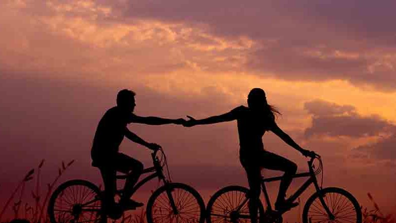 Couple cycling | exercises to ease water retention